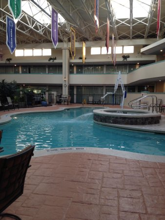 Ramada State College Hotel & Conference Center : pool
