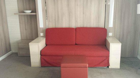 Adagio City Aparthotel Montrouge : Bedroom - Convertable sofabed
