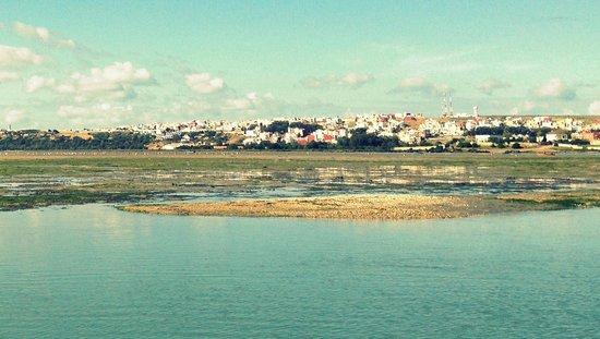 Village de Moulay Bousselham depuis la lagune