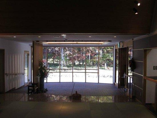 Morino Hotel: 玄関内観(紅葉)