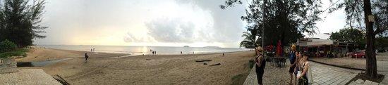 Tanjung Aru Perdana Park : The beach