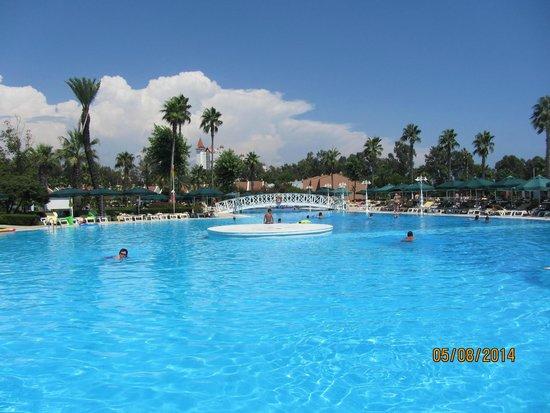 IC Hotels Santai: Sığdan Derinleşen Havuz