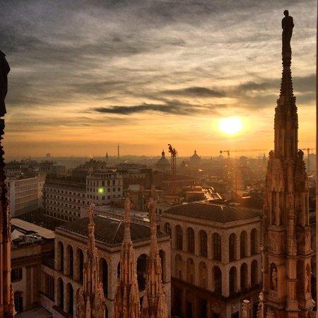 https://media-cdn.tripadvisor.com/media/photo-s/06/e2/62/8a/tramonto-dalla-terrazza.jpg