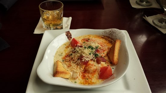 Brown Hotel Lobby Bar: Hot Brown and Bourbon