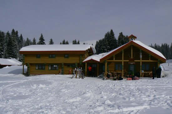 Assiniboine Lodge: Main Lodge at Assiniboine