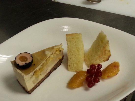 Gasthaus Kranz: Sacher torte und Praline von Gänsestopfleber mit Marillen chutney