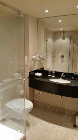 Badkamer - Foto van Rotterdam Marriott Hotel, Rotterdam - TripAdvisor