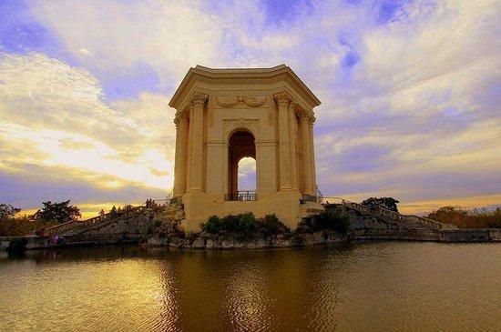 Porte du Peyrou : sunset and Le Peyrou