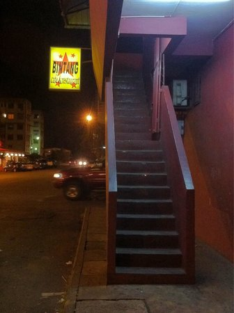 Bintang Cafe and Restaurant: The stairway to the cafe