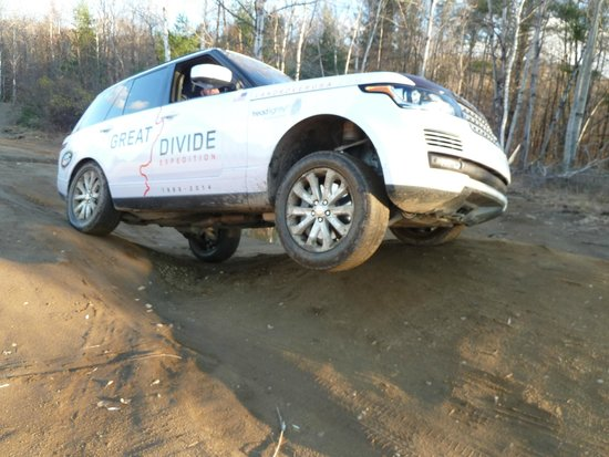 Land-Rover Experience Driving School: Three-wheeling