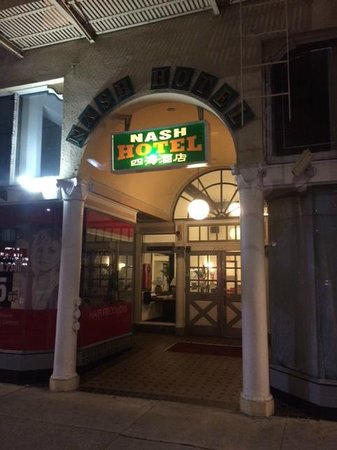 Nash Hotel: Front entrance to hotel