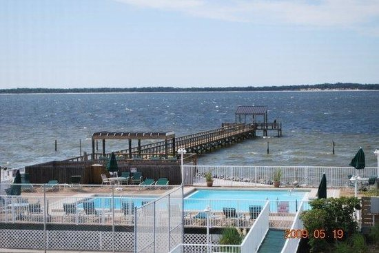 Soundside Holiday Beach Resort : Resort's Pool and private fishing Pier overlooking the peaceful sound
