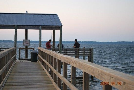 Soundside Holiday Beach Resort : Fishing Pier