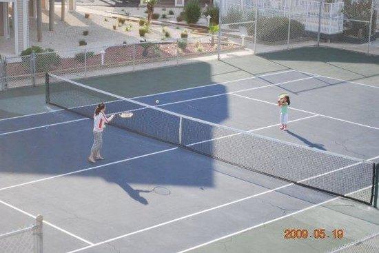 Soundside Holiday Beach Resort : Tennis Court