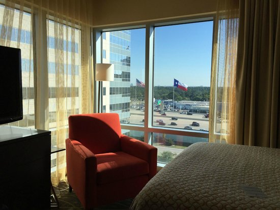 Embassy Suites by Hilton Houston - Energy Corridor: View from bedroom