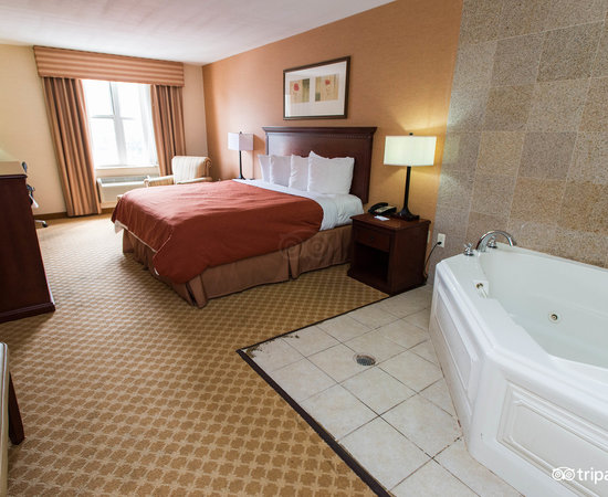 ... The King Whirlpool Suite At The Country Inn U0026 Suites NYC In Queens ...