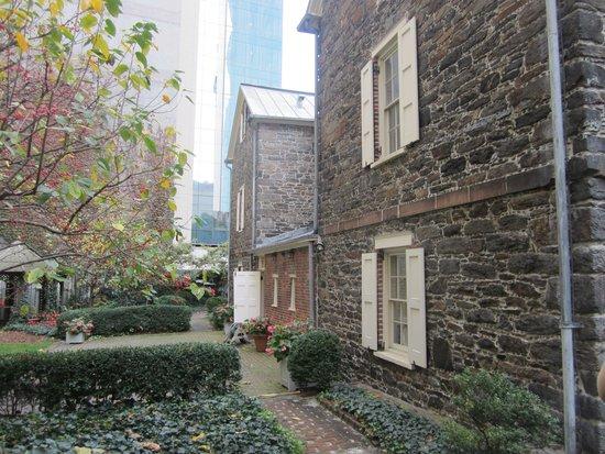Mount Vernon Hotel Museum & Garden: Backyard