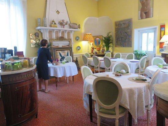 Hotel Le Vendome Villa Claudia: 朝食用のサロン。