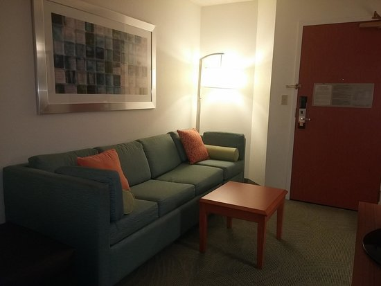 SpringHill Suites New Orleans Convention Center: living area (across kitchen/desk area)