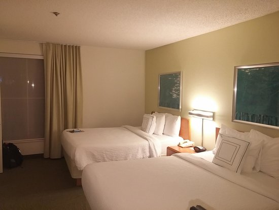 SpringHill Suites New Orleans Downtown/Convention Center: Two queen size beds (memory foam type)