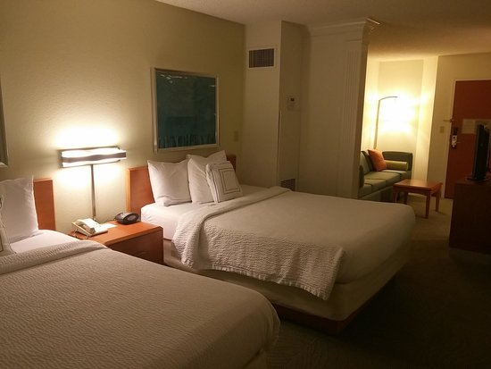 SpringHill Suites New Orleans Convention Center: Beds and Living area separated by a wall and in unit furnace/ac