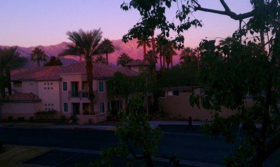 Marriott's Desert Springs Villas II : Sunrise against the mountains