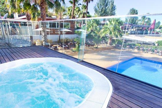 Foto de hotel don angel santa susanna panoramica - Piscina jacuzzi exterior ...