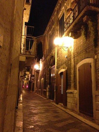Palazzo Santorelli : La strada davanti