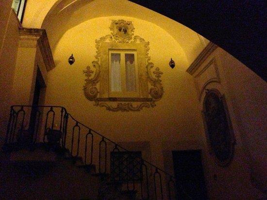 Palazzo Santorelli : La scala che porta al B&B