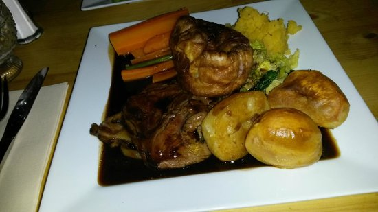 The Bull: Roast beef and trimmings dinner