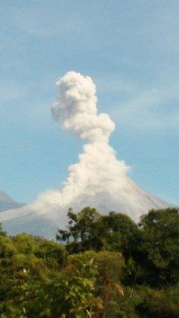 Volcan de Fuego: fumarola cotidiana