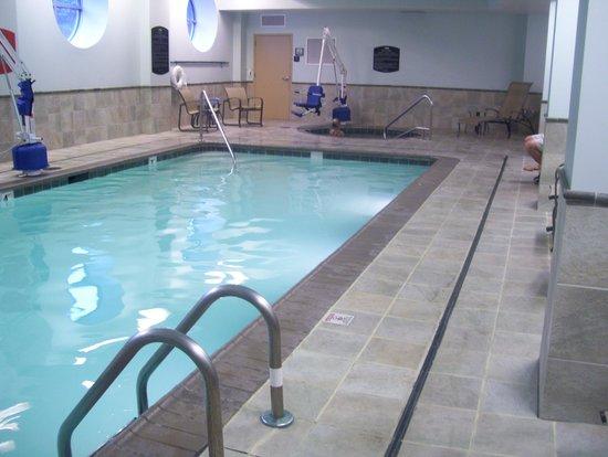 Courtyard Burlington Harbor: pool