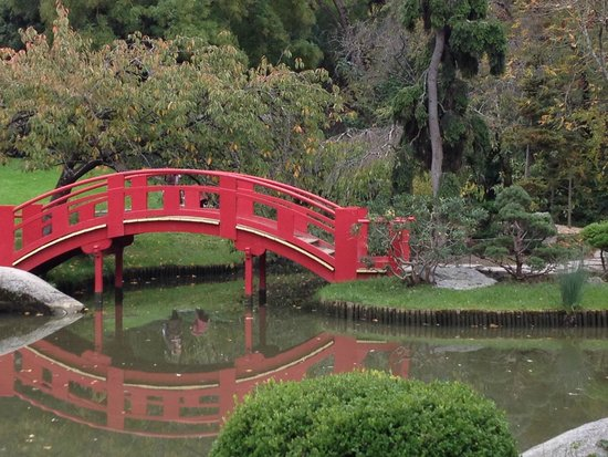 Le pont rouge picture of jardin japonais toulouse for Jardin japonais toulouse
