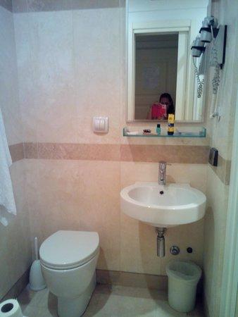 Giolitti Hotel Rome: Baño
