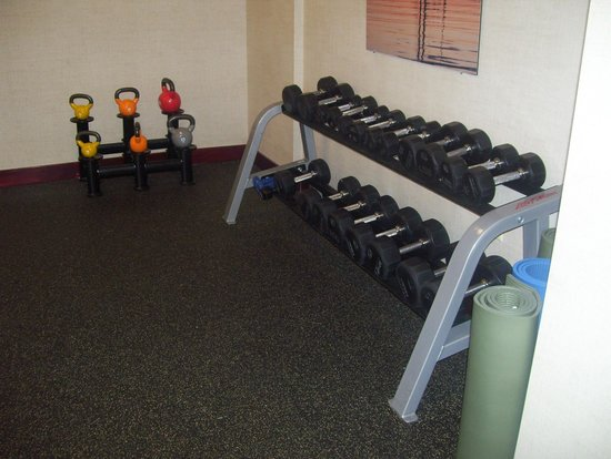 Courtyard Burlington Harbor: gym