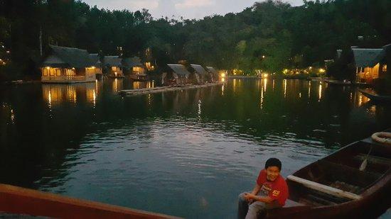 Kampung Sampireun Resort & Spa: view senja hari