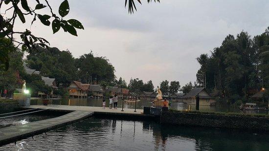 Kampung Sampireun Resort & Spa: view dari dekat lobby