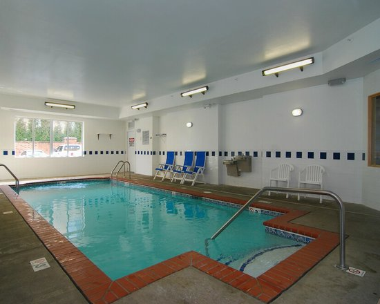 Quality Inn East: Indoor heated pool