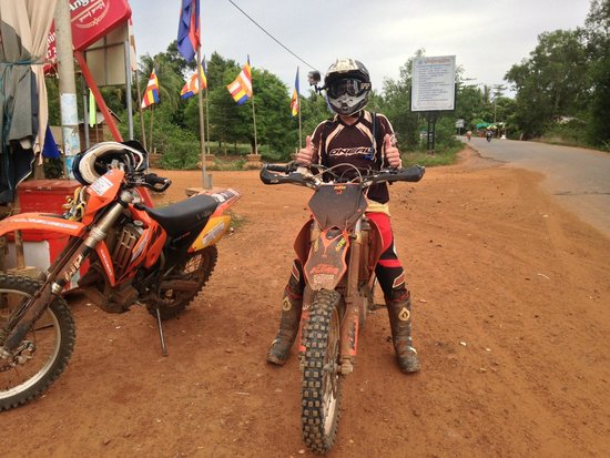 Siem Reap Dirt Bikes Day Tours : Out on the trails