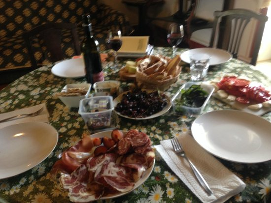 Agriturismo Il Molinello: Amazing food in our room