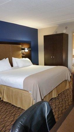 Holiday Inn Express Hunt Valley: room 514