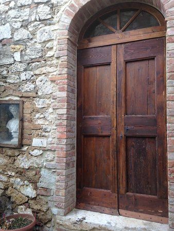 Agriturismo Il Molinello: Beautiful doors at the Inn