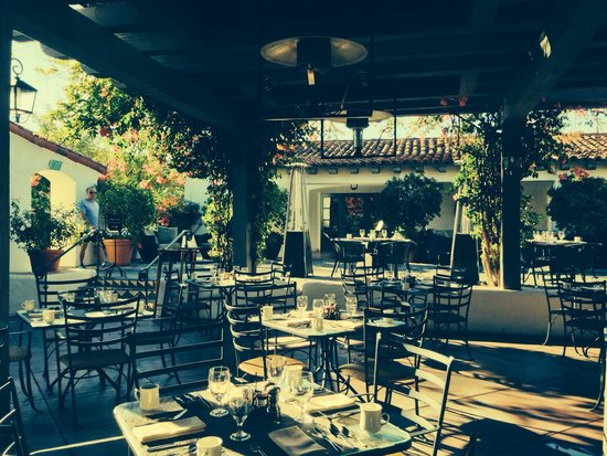 The Oak: Beautiful Patio Dining