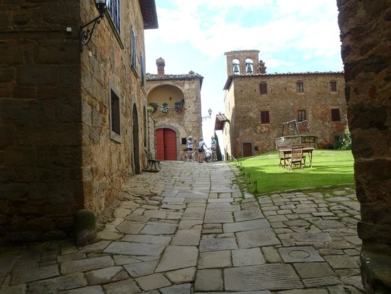 Agriturismo Il Molinello: Visiting a nearby castle