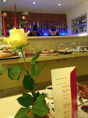 Hotel Drei Raben: Bar & Frühstücksbereich