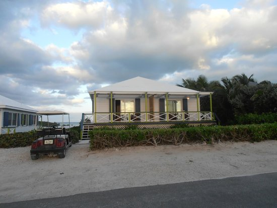 Abaco Inn: Villa with two Ocean side/Bay view suites. Sliders to deck