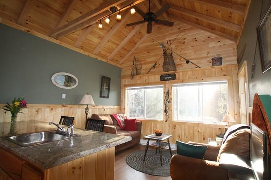 Loon Ridge: Inside the Angler Cottage