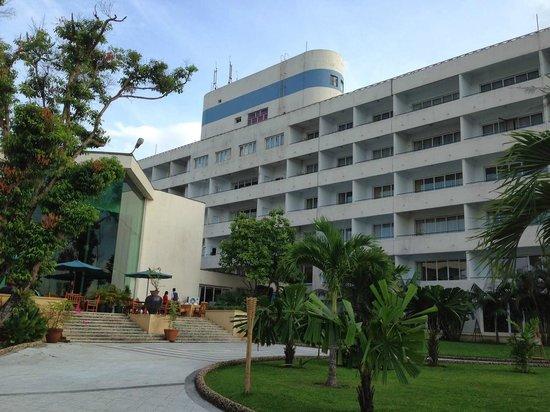 Inya Lake Hotel, Yangon: Hotel Rear View