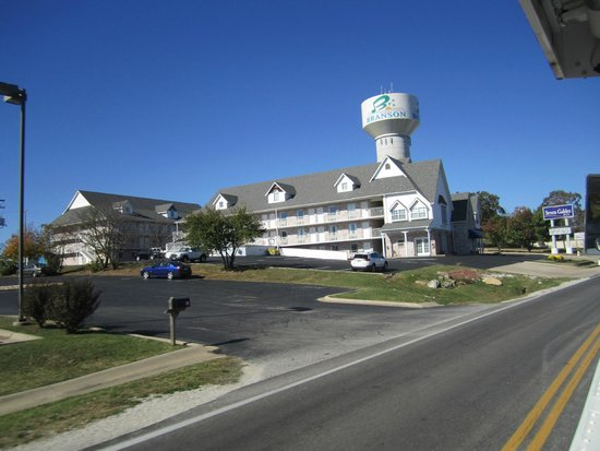 Seven Gables Inn: A view from the south.