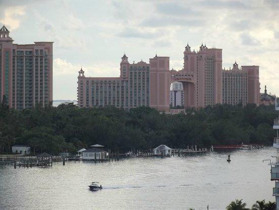 Atlantis Casino : Docking at Nassau